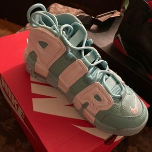 A pair of Nike Air More Uptempo . Girls sneaker.